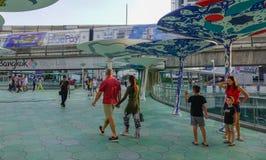Mensen op straat in Bangkok, Thailand royalty-vrije stock foto's