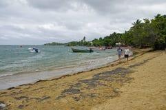 Mensen op strand in Presqu ` Ile DE La Caravelle op 1,2017 Januari, Martinique, Royalty-vrije Stock Fotografie