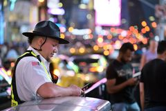 Mensen op The Times-Vierkant in Manhattan Stock Afbeelding