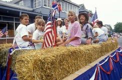 Mensen op Vlotter in 4 de Parade van Juli, Rotszaal, Maryland Royalty-vrije Stock Afbeeldingen