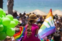Mensen op Vrolijk Pride Parade in Tel Aviv, Israël stock foto