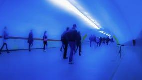 Mensen in overgang ondergronds stock footage