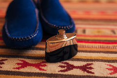 Mensen` s zwarte schoenen op de vloer Royalty-vrije Stock Fotografie