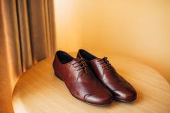 Mensen` s zwarte schoenen op de vloer Royalty-vrije Stock Afbeelding