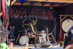 Mensen, salesstands en algemene indrukken van het middeleeuwse leeftijdsfestival over Meer Murner in Wackersdorf, Beieren 10 Mei  Stock Afbeeldingen