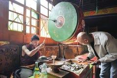 Mensen in Shigatze-Klooster, Tibet Stock Foto