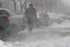 Mensen in sneeuwstorm Royalty-vrije Stock Afbeeldingen