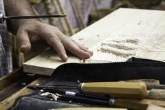 Mensen snijdend hout Stock Afbeelding