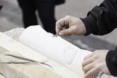 Mensen snijdende steen Royalty-vrije Stock Foto
