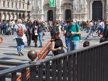 Mensen in stadscentrum in Milaan Royalty-vrije Stock Fotografie