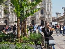 Mensen in stadscentrum in Milaan Royalty-vrije Stock Afbeeldingen