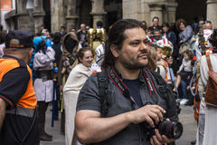 Mensen in Star Wars-kostuums worden vermomd dat Royalty-vrije Stock Foto's