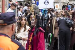 Mensen in Star Wars-kostuums worden vermomd dat Royalty-vrije Stock Foto