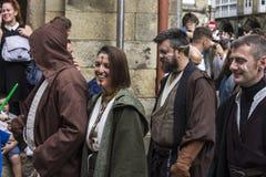 Mensen in Star Wars-kostuums worden vermomd dat Royalty-vrije Stock Afbeeldingen