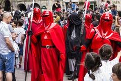 Mensen in Star Wars-kostuums worden vermomd dat Stock Afbeelding