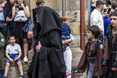 Mensen in Star Wars-kostuums worden vermomd dat Royalty-vrije Stock Afbeelding
