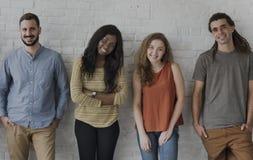Mensen Status die het Concept van het Studioportret glimlachen Stock Foto