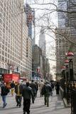 Mensen in 42ste Straat Stock Afbeelding