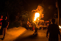 Mensen tijdens de viering van Nyepi - Balinese Dag van Stilte Stock Afbeeldingen