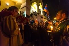 mensen tijdens de viering van Orthodoxe Pasen - Vespers op Grote Vrijdag Royalty-vrije Stock Afbeelding