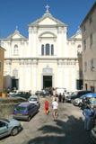 Mensen tijdens een huwelijk bij kerk sainte-Croix op de citadel van Royalty-vrije Stock Afbeeldingen
