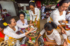 Mensen tijdens Melasti-Ritueel Royalty-vrije Stock Foto
