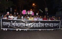 Mensen van Jadavpur tegen studentenaanval die worden verzameld Royalty-vrije Stock Foto