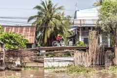 Mensen van Mekong Delta, Cai Be, Vietnam stock foto's