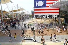 Mensen voor pavillion van de V.S. in Expo 2015, Milaan Royalty-vrije Stock Afbeelding