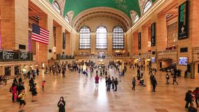 Mensen in zich het bewegen op de Grand Central -Post, NYC stock footage