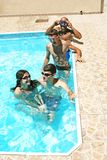 Mensen in zwembad Royalty-vrije Stock Foto's