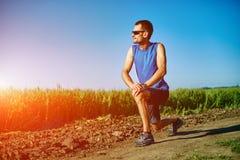 Mensenagent die vóór jogging opwarmen Stock Fotografie