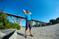 Mensenagent die vóór jogging opwarmen Royalty-vrije Stock Foto's