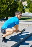 Mensenagent die vóór jogging opwarmen Royalty-vrije Stock Fotografie