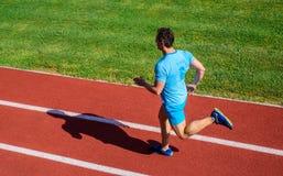 Mensenatleet in werking om wordt gesteld om groot resultaat te bereiken dat Snelheid opleidingsgids Manieren om lopende snelheid  stock afbeelding