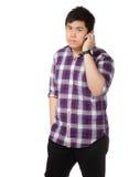 Mensenbespreking op telefoon Royalty-vrije Stock Afbeeldingen