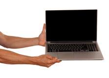 Mensenhanden die laptop houden die op witte achtergrond wordt geïsoleerd royalty-vrije stock fotografie