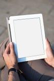 Mensenhanden die tabletpc houden Royalty-vrije Stock Afbeeldingen