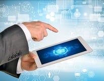 Mensenhanden die tabletpc met behulp van Beeld van zaken Royalty-vrije Stock Afbeeldingen