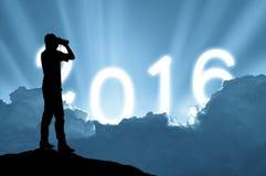 Mensenholding binoculair op zonlicht en tekst 2016 achtergrond Royalty-vrije Stock Fotografie