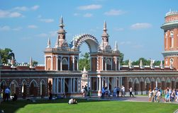 Mensenmenigten in Tsaritsyno-park in Moskou Royalty-vrije Stock Fotografie
