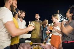 Mensenontspanning het Drinken Rust Concept stock afbeelding