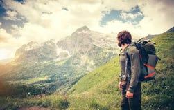 Mensenreiziger met rugzak de Levensstijl van de wandelingsreis Royalty-vrije Stock Afbeeldingen