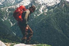 Mensenreiziger met rugzak de Levensstijl van de wandelingsreis Royalty-vrije Stock Foto