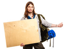 Mensenwandelaar backpacker met lege houten exemplaar ruimteadvertentie Royalty-vrije Stock Foto