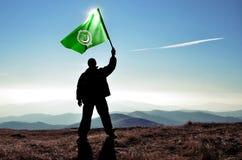 Mensenwinnaar die Arabische Ligavlag golven Stock Foto's
