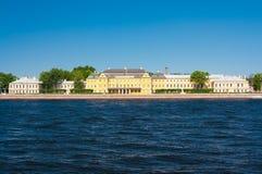 Menshikov宫殿,从英国堤防的看法 Staint彼得斯堡 免版税库存照片