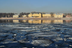 Menshikov Palace王子在圣彼德堡,俄罗斯-建筑学风景 免版税库存照片