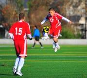 Mensklumpen Fußball in der Luft. Stockbilder
