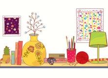 Mensola con gli oggetti della casa e del libro Fotografie Stock